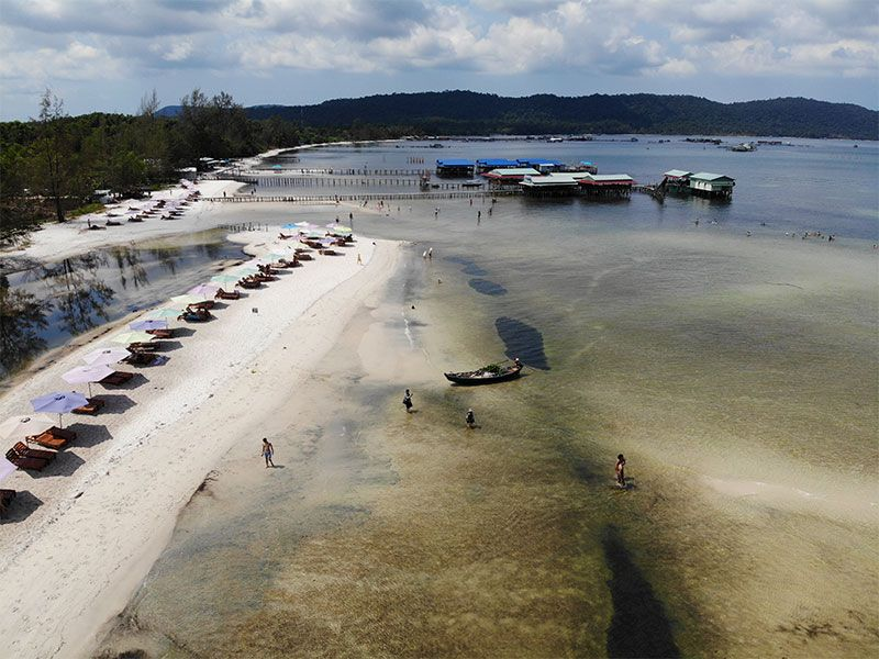 Drone pic of Starfish Beach with restaurants on the water